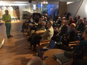 Viba-Café 1 mei 2014: Frans van de Werf tijdens zijn inslirerende lezing voor een volle zaal.